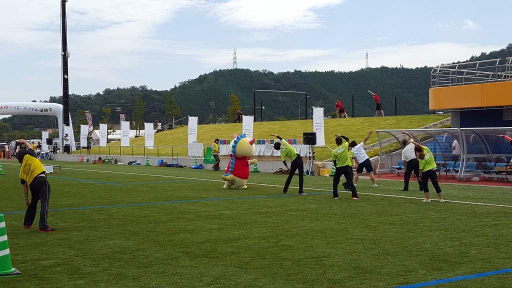 バブルサッカー運動会での準備体操は三代目 J Soul Brothersに合わせてフィットネス風で